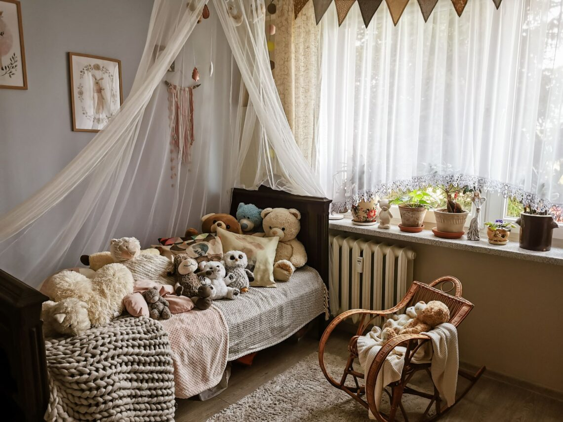 pokój dziewczynki drewniane lozkp